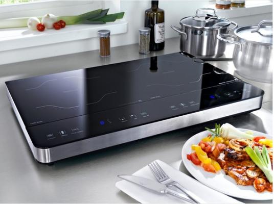 Bếp từ được thiết kế rất thân thiện, đảm bảo an toàn cho người sử dụng