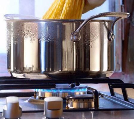 Hâm nóng thức ăn bằng cách đun sôi