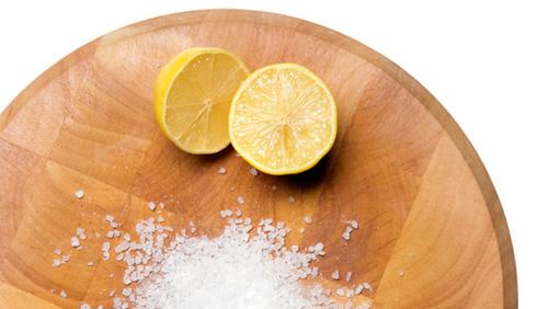 Vệ sinh bếp ga bằng chanh và muối có chi phí thấp nhưng hiệu quả cao